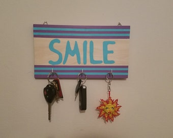 Decorative Wooden Key Ring Holder for Wall (Smile)