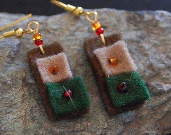Boiled wool earrings with sizing handles