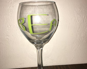 Circle Monogram Wine Glass, Wine Glass, Personalized Wine Glass, Personalized Glass, Monogram Glass
