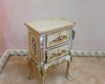 Polychrome table. Hand painted furnitures