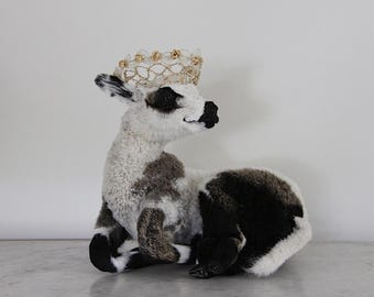 Beautiful Vintage White Lamb Taxidermy, Jeanne D'arc Living, Nordic Decor, White Sheep, Black and White Lamb