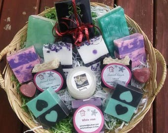 Mother's day gift - handmade soap gift basket - gift for mum - mother's day present - melt and pour soaps - gift for mom - gift for her.