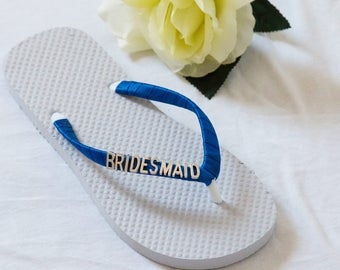 Bridesmaid Flip Flops with Letter Charms. Bridal Flip Flops, Bridal FlipFlop, Wedding Flip Flops, Bridesmaid, Beach Wedding - Bride Gift