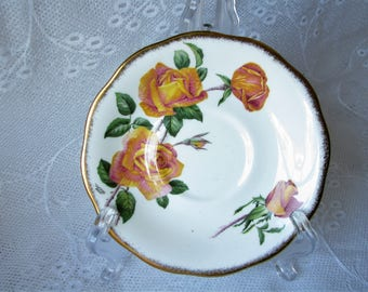 Queen Anne saucer Royal Roses saucer Fine Bone China England Replacement saucer Orphan saucer Saucers collector Wall decor Kitchen decor
