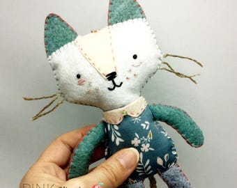 Ornament Miss Kitty felt wool