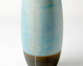 Hangetöpferte high vase for long-stemmed flowers gifts for her
