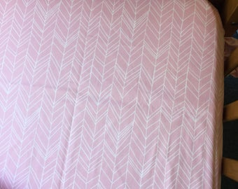 Cot / Crib Fitted Sheet - musk Pink herringbone