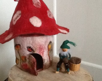GNOME home. Felt. Anthroposophy. GNOME. Sheep's wool. Seizoenstafel.