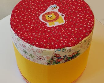 Fantasia stool: textile coatings with cardboard furniture
