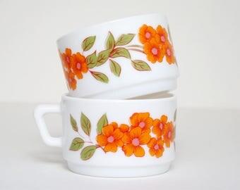 Set of 2 Medium Arcopal cups / orange flowers pattern / coffee - tea cups / 70's French Vintage