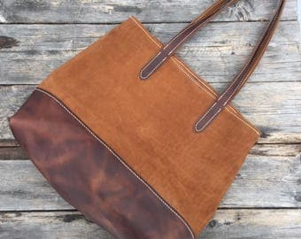 Leather tote bag in two tone leather.