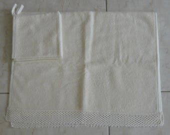 Terry towel crochet edge of 52 x 85 cm with 5 cm – with 2 18 x 18 cm face washing gloves – ivory