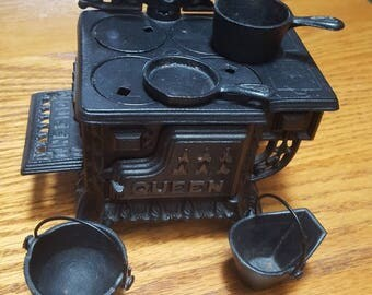 Queen Miniature Cast Iron Stove - Salesman's sample/toy