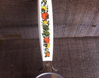 Vintage EKCO Pizza Cutter~White Plastic Handle~Vegtable Design