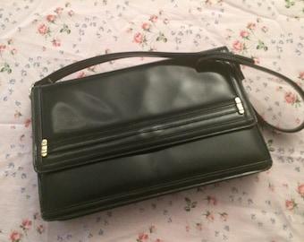 Smart vintage black handbag.
