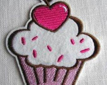 Fusible embroidered badge - patch - cupcake icing