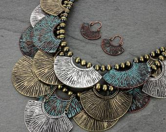NWT*  Western Style Casting Layered Bib Necklace Set