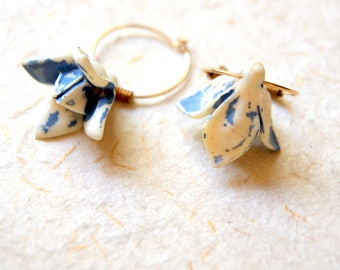 Cornflower Blue and Ivory Flower Earrings - vintage periwinkle blue and cream flower earrings - FREE GIFT WRAP