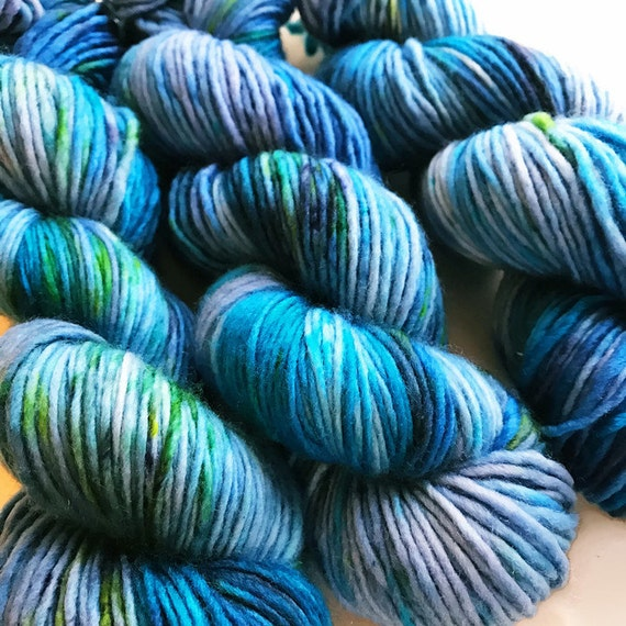 bluebell / hand dyed yarn / speckle yarn / superwash merino wool / squishy soft / single dk yarn /  blue turquoise green sea periwinkle yarn