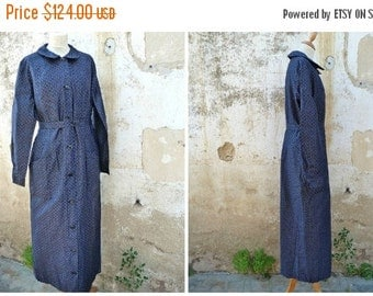 ON SALE 20% Vintage 1920/1930 French black tiny floral cotton chore dress /worker dress /  size S/Ml