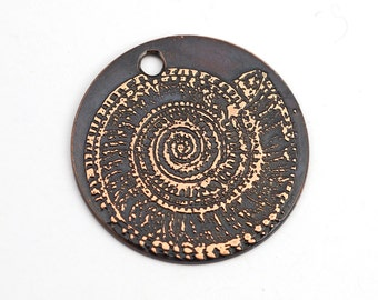 Spiral shell charm, round flat etched copper nautilus pendant, 25mm