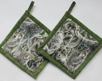 Wolves on Green  Potholders, Wolf Potholders, Wolves Holder, Wolves Hot Mat, Wolves Hot Pad, Wolf Holder, Wolf Hot Mat, Wolf Theme Kitchen
