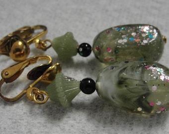 Green Acrylic Cnfetti Dangle Clip Earrings