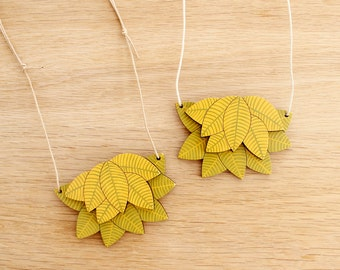 Wooden Leaves Necklace . Wooden Leaf Necklace . Pendant Necklace . Statement Necklace . Outdoor Lover . Nature Lover . Gift for Her . Leafy