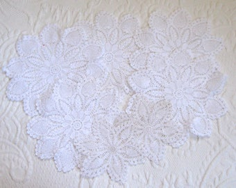 Round Doilies . Lot of 7 .  white pineapple doilies . white crochet doilies . pinapple doilies