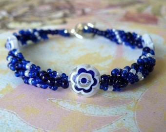Blue and White Bracelet, Dark Blue Beadwork Bracelet, Blue and White Flower Bead, Spiral Bead Weaving, Beadwoven Jewelry, Beaded Bracelet