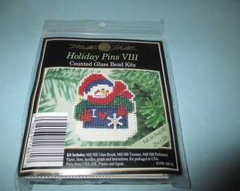 Mill Hill Beaded Holiday Pin or Ornament Folk Art Frosty Kit H81 Snowman
