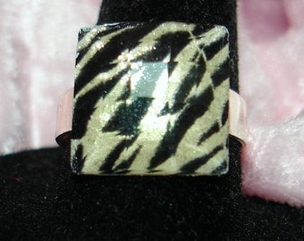 Animal Print Acrylic Square Faceted Raised Cab Ring - R157