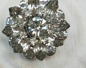 Vintage Button - 1 beautiful stacked flower design rhinestone antique silver finish metal (feb35 17)