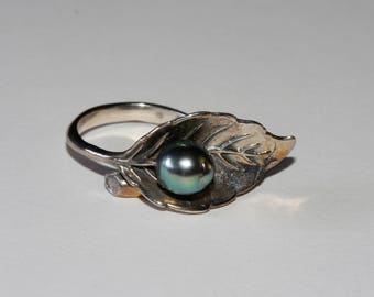 Artisan crafted BalineseTahitian pearl set in sterling silver leaf size 8 shipping included U.S.A and Canada