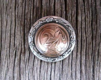 Lizard Brooch Frill neck Coin Reptile Jewellery