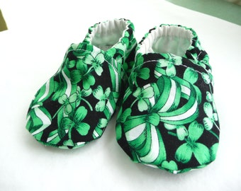St. Patricks Day Baby Shoes, Green Shamrock Shoes, Fabric Shoes, Cloth Baby Shoes, Baby Accessories, Gift Idea, Baby Shower Gift, Holiday