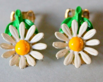 DAISY Clip On Earrings Vintage Flower