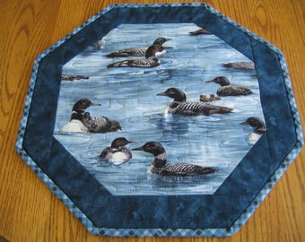 "Quilted Octagon Mat in a Loon Pattern - 16"" diameter"