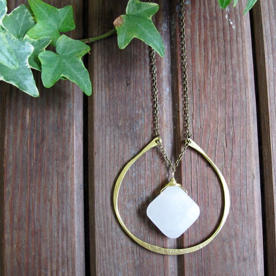 Clouds Necklace - White Agate Stone Necklace - Large Horseshoe Necklace - Healing Stone Necklace