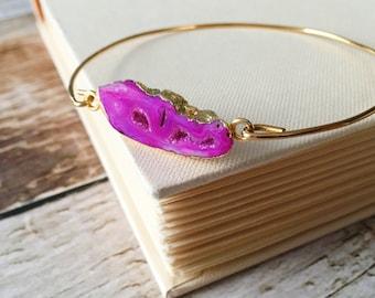 Bangle - Pink Agate Slice Druzy Jewelry . Pink Druzy Bracelet Stackable Bangle Gold Brass Bracelet . Stacking Hot Pink Druzy Gold Bracelet
