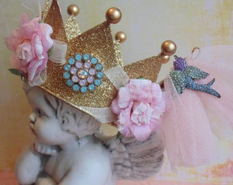Floral Golden Crown Ornament With Pink Roses