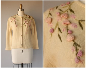 1950s Floral Cardigan | 50s Cardigan | 1950s Sweater | Floral Sweater | Cream and Pink Cardigan | Floral Applique Cardigan  (small)
