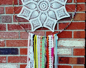 Dream catcher, boho dreamcatcher, hippie, baby nursery decor, bohemian dream catcher, crochet doilies, vintage doily decor