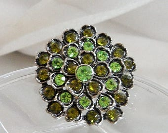ON SALE Vintage Green Rhinestone Brooch. Floral Flower Pin. Heart Shaped. Peridot Olivine Green Rhinestones.