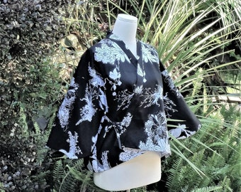 KIMONO jacket casual HAORI short length CHABAORI cotton black white flowers Medium size ready to ship