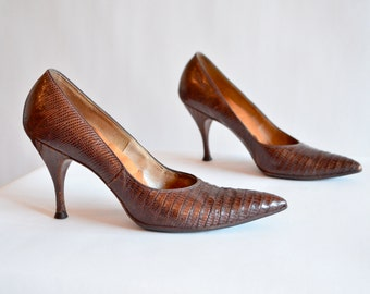 Vintage 1940s crocodile pumps / 6.5