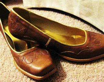 Leather, made in Spain, Western design pump, size 6, natural-SALE