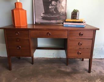 MID CENTURY MODERN 6 Drawer Desk by Stanley (Los Angeles)