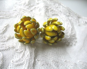 Vintage Enamel Flower Earrings ~ Yellow ~ Clip On