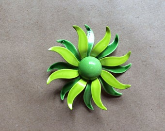 vintage 60's 1960's flower brooch / avocado green
